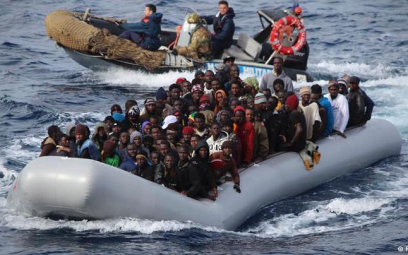 La marine tunisienne sauve 350 migrants partis de Libye