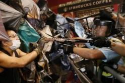 Hong Kong: Heurts entre policiers et manifestants