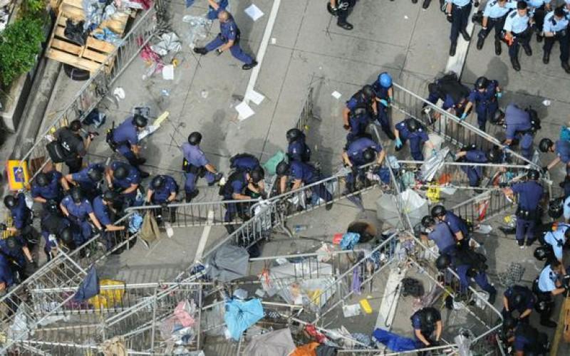 Hong Kong: Le mouvement pro-démocratie perd du terrain. Des centaines de personnes sont expulsées par la police