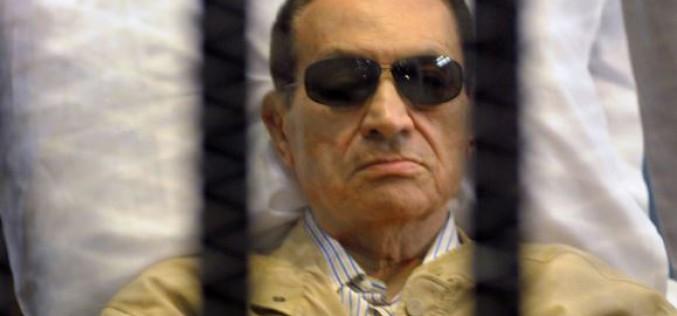 Moubarak acquitté des accusations de meurtre, colère dans des campus égyptiens