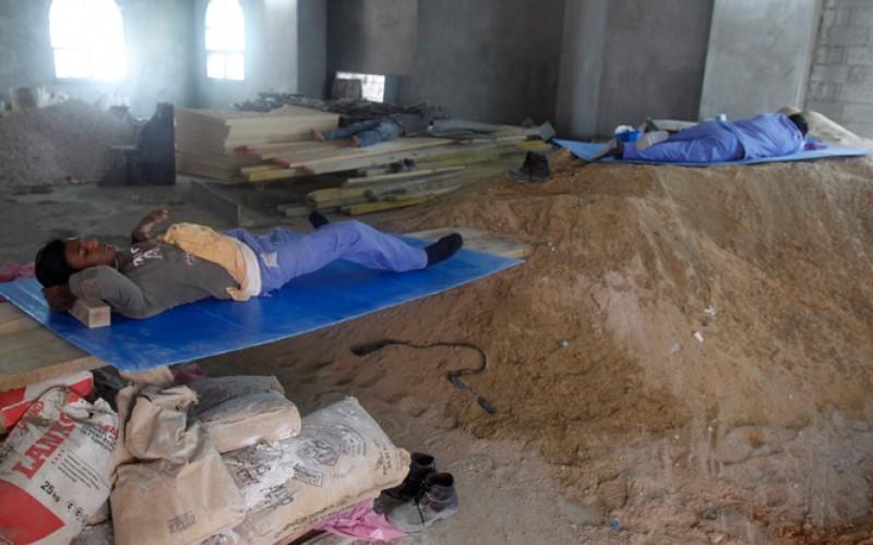 Les mesures du Qatar pour les travailleurs migrants jugées « insuffisantes »