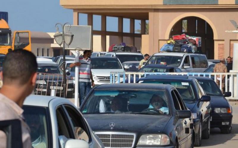 Des milliers d'Egyptiens fuient la Libye