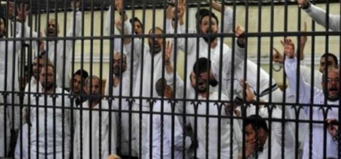 Défenseurs des droits de l'Homme dénoncent la peine de mort confirmée par un tribunal égyptien pour 183 hommes pro Morsi