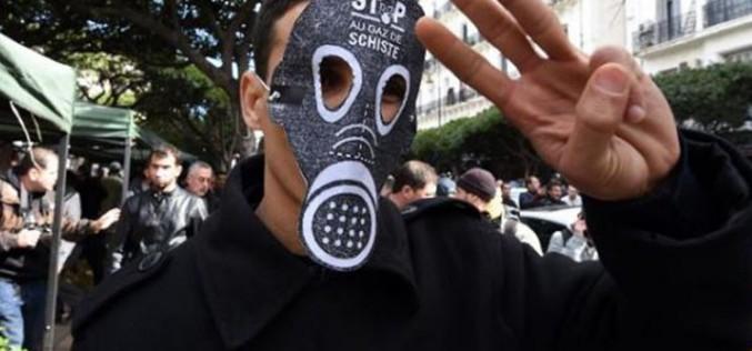 Algérie: des manifestants hostiles à l'exploitation du gaz de schiste, 40 policiers blessés