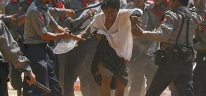 Répression d'une manifestation estudiantine en Birmanie