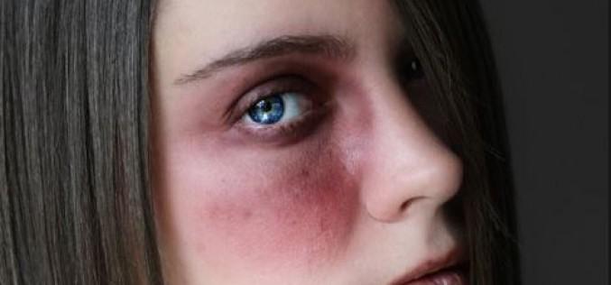 Violences domestiques: une campagne basée sur la robe aux couleurs discutées