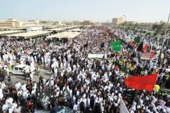 Arabie Saoudite : des dizaines de milliers de chiites se rendent aux obsèques des victimes de l'attentat