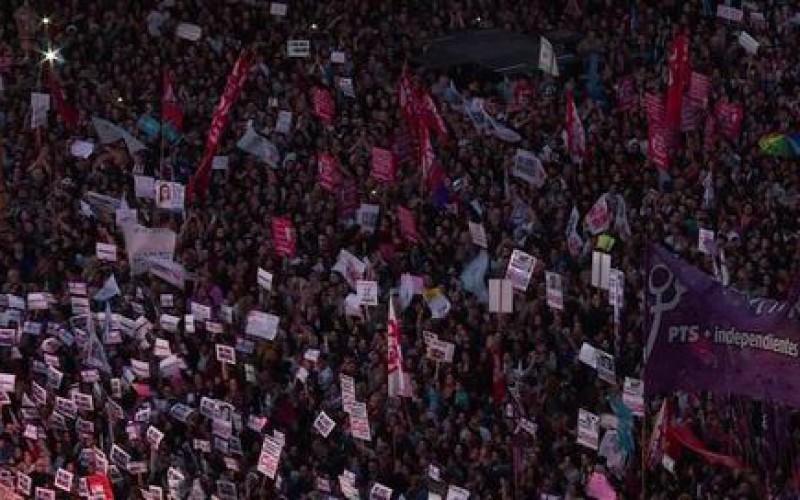 Un féminicide commis toutes les 31 heures en Argentine (vidéo)