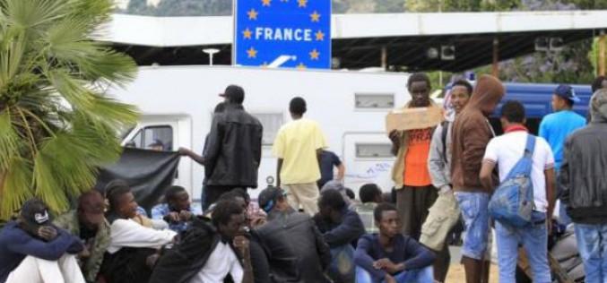 La police italienne disperse 200 migrants rassemblés près de la frontière française