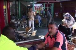 Australie: 16 ans après, Riz Wakil se sent toujours un réfugié – vidéo