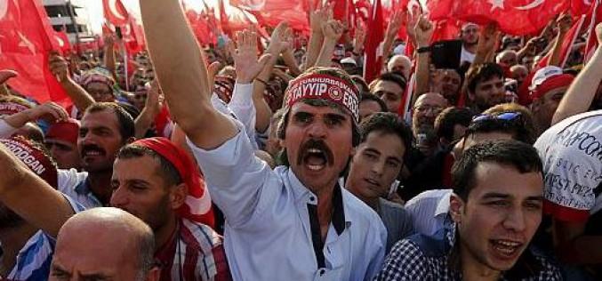 Turquie : 100 000 manifestants pour l'unité entre Turcs et Kurdes
