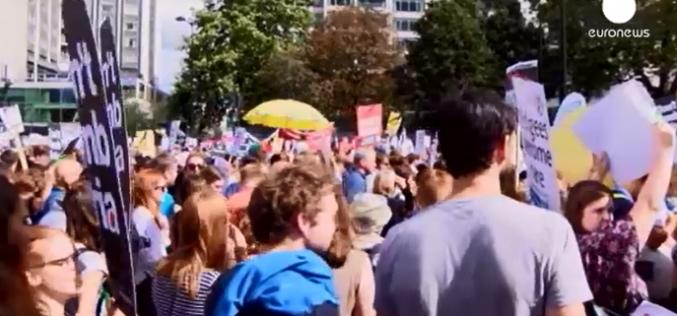 Londres: manifestation de soutien aux réfugiés – vidéo