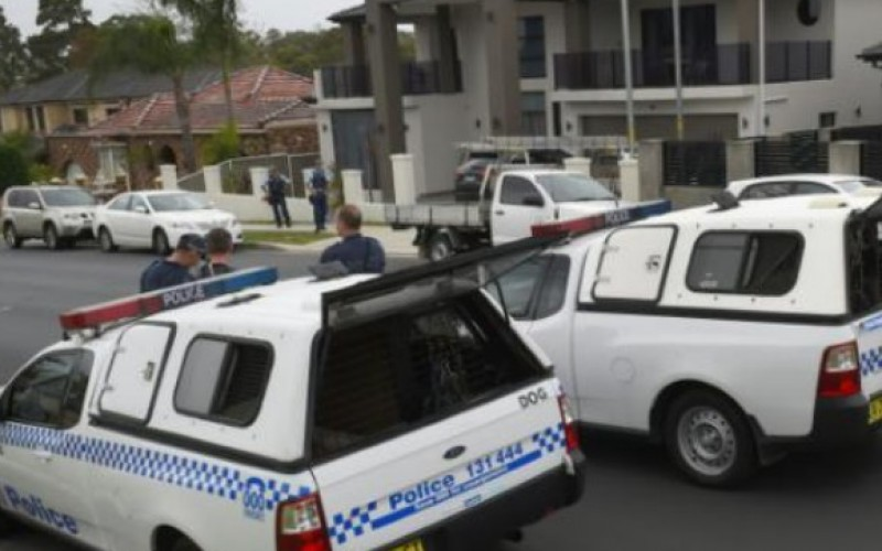 Meurtre devant un commissariat en Australie: quatre personnes arrêtées à Sydney