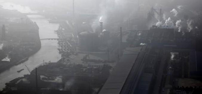 """Chine : les écoles suspendent leurs """"activités en extérieur"""" à Pékin pour cause de sévère pollution"""