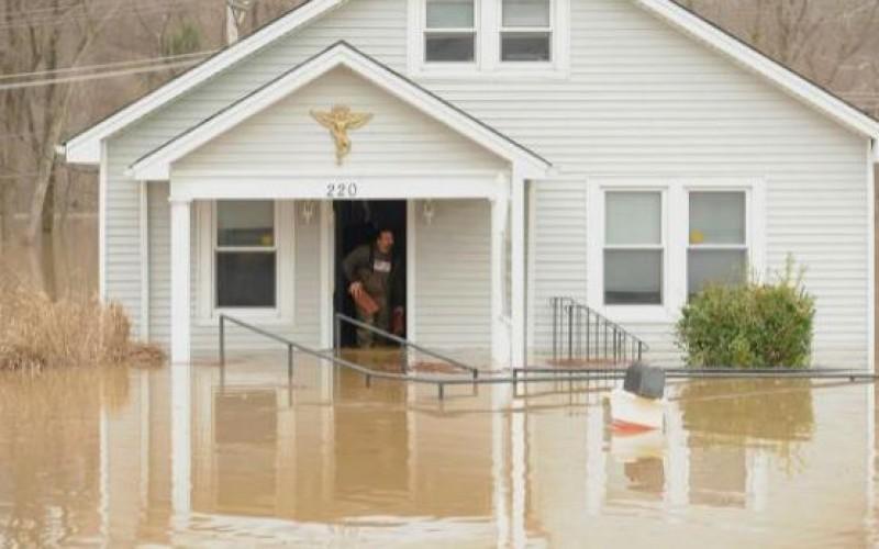 "Etats-Unis: ""combat contre des inondations historiques"""