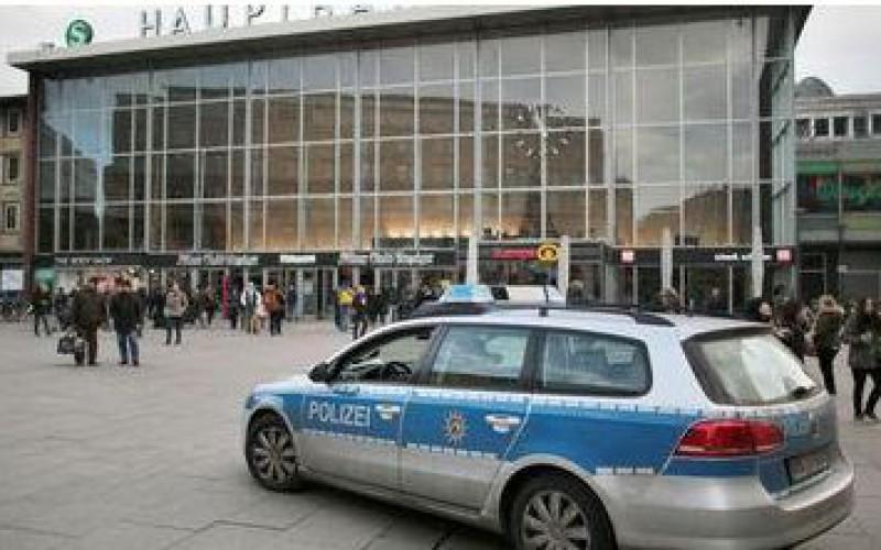 Allemagne: l'agression de dizaines de femmes au Nouvel An suscite l'indignation