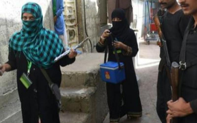Pakistan: 15 morts dans une explosion devant un centre de vaccination