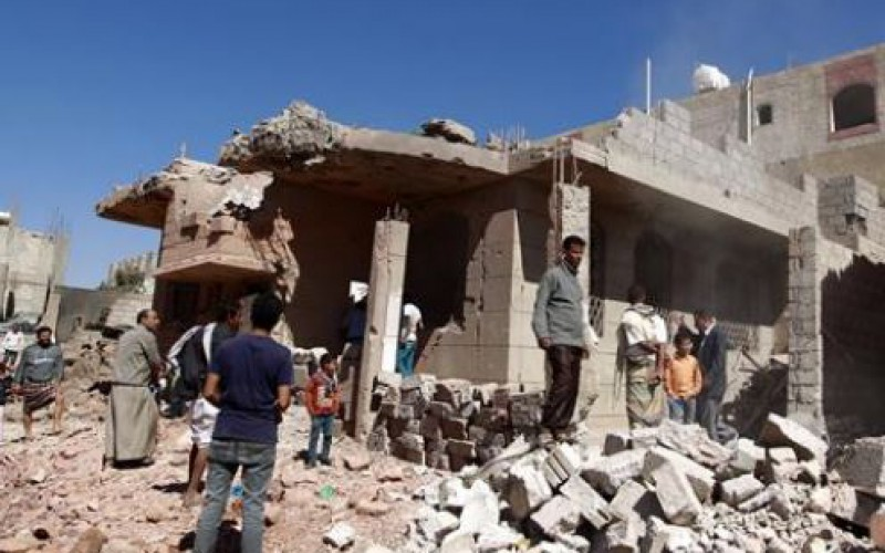 Attentats suicides revendiqués par l'EI continuent; des dizaines de morts au Yémen et en Irak