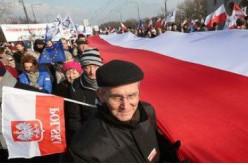 Pologne: 80 000 personnes manifestent contre le gouvernement