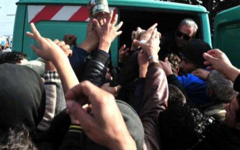 Migrants: manger à sa faim, un défi dans le camp d'Idomeni surpeuplé