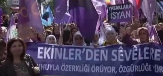Turquie: la journée internationale des droits des femmes, La police disperse plusieurs centaines de manifestantes