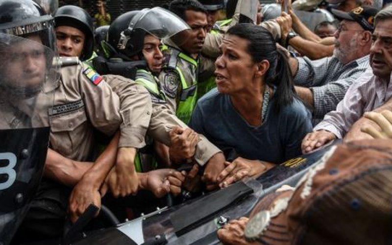 Venezuela: 155 civils emprisonnés par des tribunaux militaires, a dénoncé une ONG
