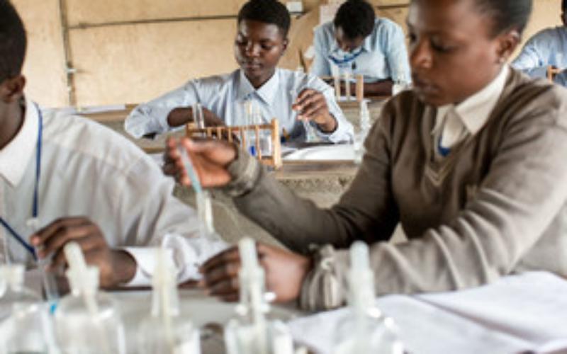 l'ONU: L'étude des sciences a un impact potentiellement transformateur sur les enfants vivant dans des zones affectées par un conflit à travers le monde