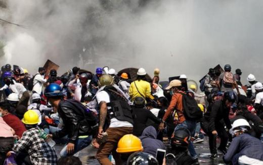 L'ADH condamne fermement les attaques meurtrières et systématiques de l'armée Birmane contre des manifestants pacifiques