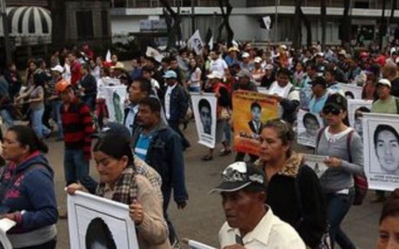 Mexique: nouvelle manifestation organisée par les familles des 43 étudiants disparus