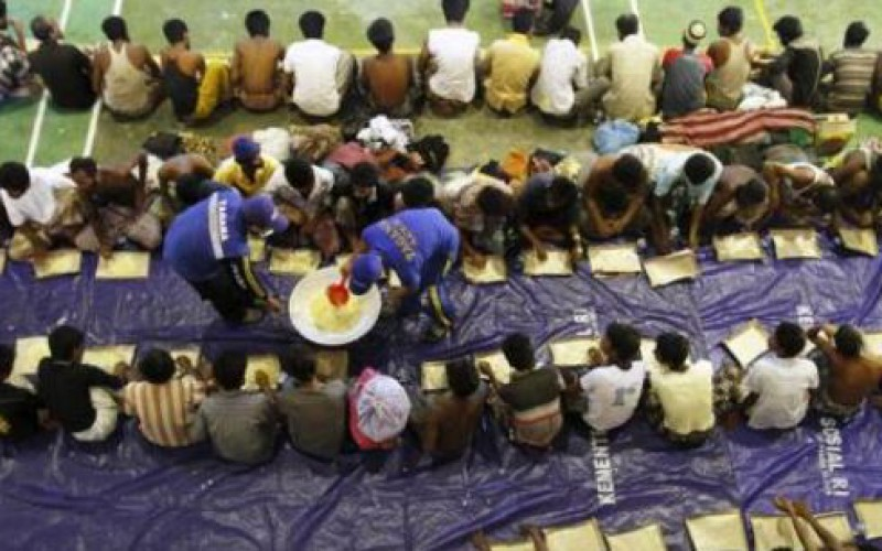 Environ 2 000 migrants de la minorité birmane des Rohingyas recueillis en Indonésie
