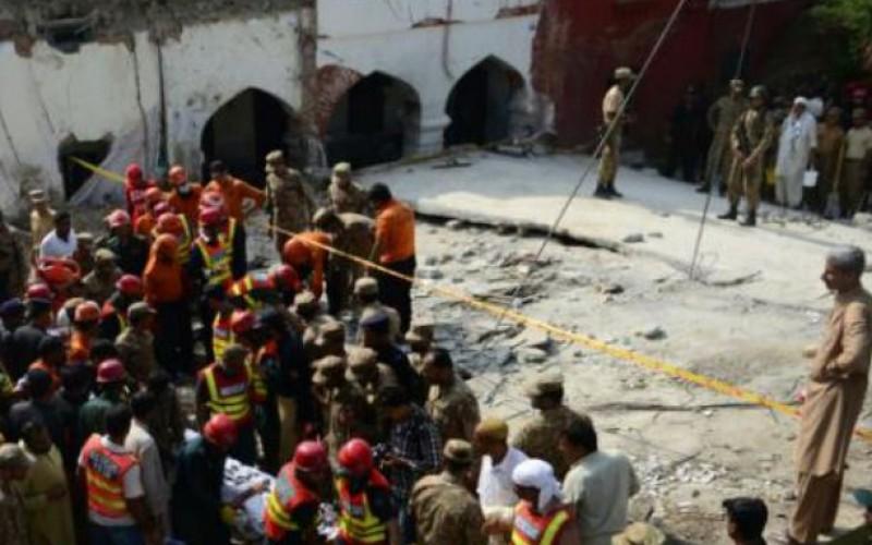 Pakistan: deux kamikazes tuent au moins 16 personnes dont un ministre du Pendjab