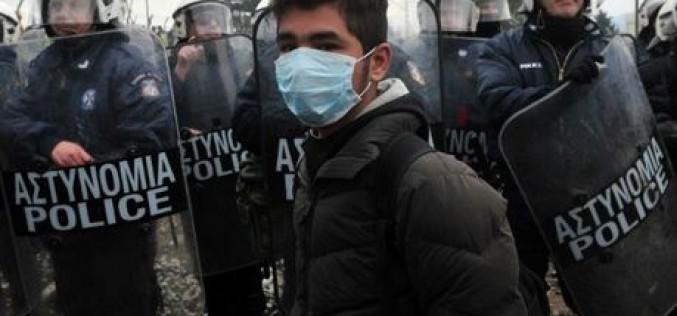 Grèce : la police macédonienne tire des gaz lacrymogènes contre des migrants à Idomeni