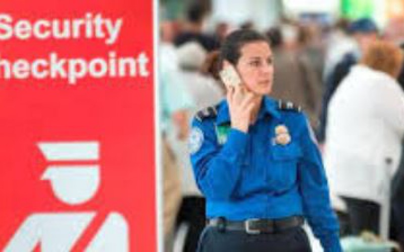 Etats-Unis : un étudiant viré d'un avion pour avoir parlé arabe au téléphone