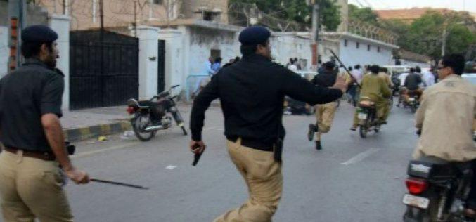 Pakistan: des manifestants attaquent une télévision privée, au moins un mort et 7 blessés