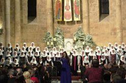 Liban : Chorale de femmes chiites chantant Noël dans une église