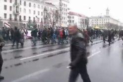 Biélorussie: des centaines de manifestants arrêtés