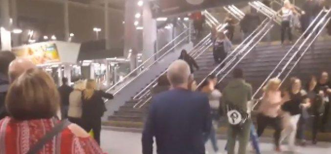 """Royaume-Uni: 22 morts dans une probable """"attaque terroriste"""" après un concert d'Ariana Grande au Manchester"""